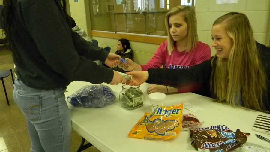 PHS Students Supporting Flint With Bracelets